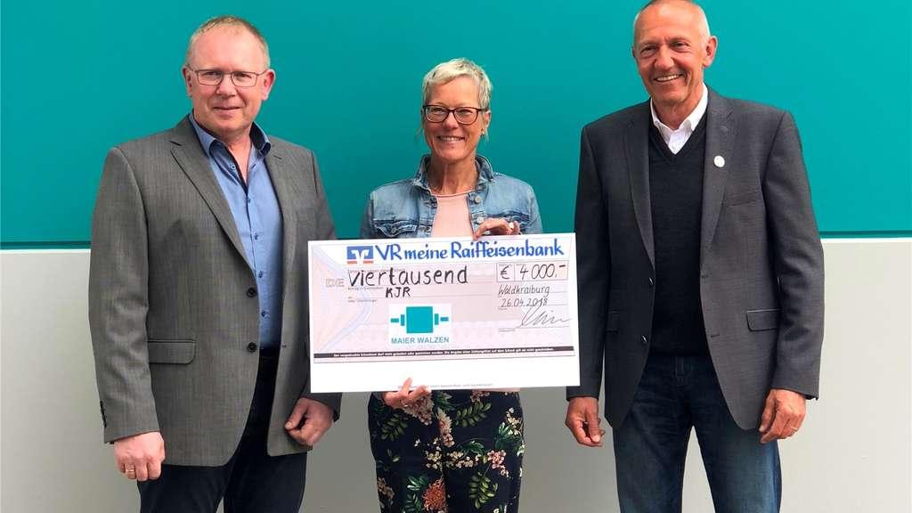 Walzen Maier spendet 4000,- Euro für den Kreisjugendring